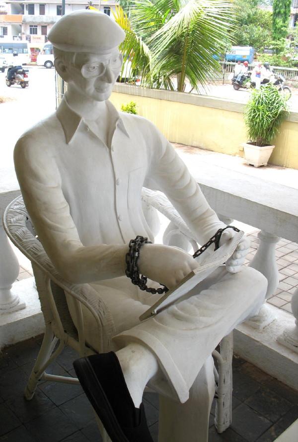 Charles Shobraj statue